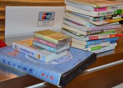 市民捐书30本 掀起捐书活动高潮
